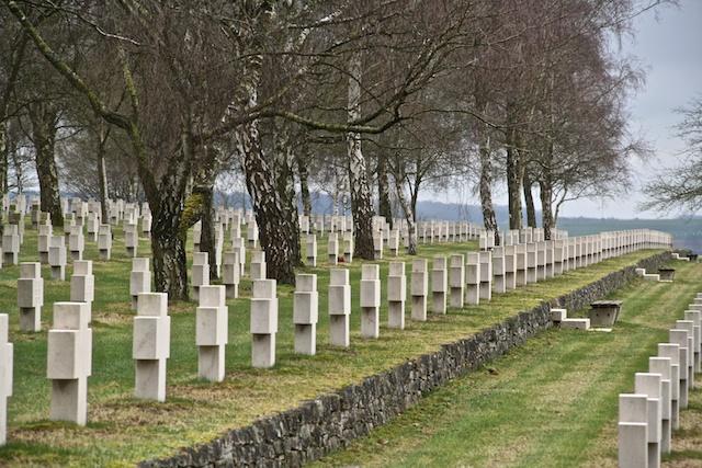 Reihe mit dem Grab von Lt. Mariotti