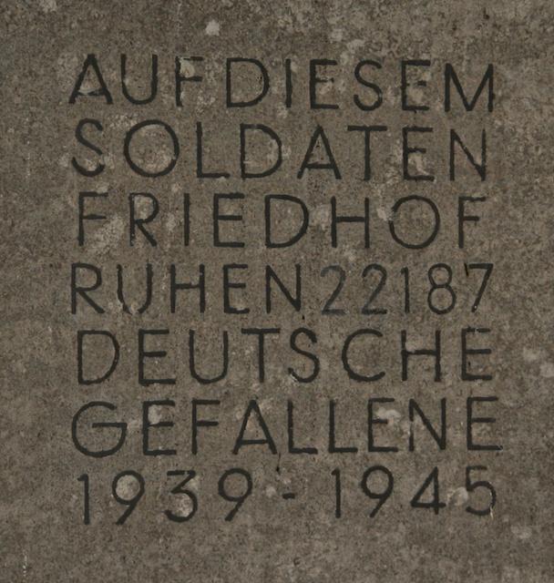 Tafel am Eingang des Friedhofs
